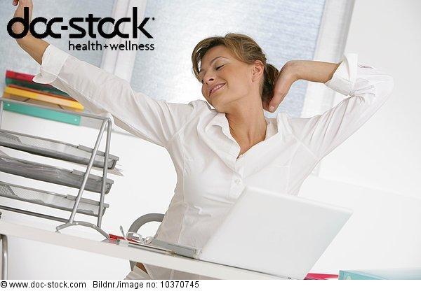 alleine,arbeiten arbeitend Arbeit,Arbeitszimmer,Arm Arme Brachus,aufspannend,Büro