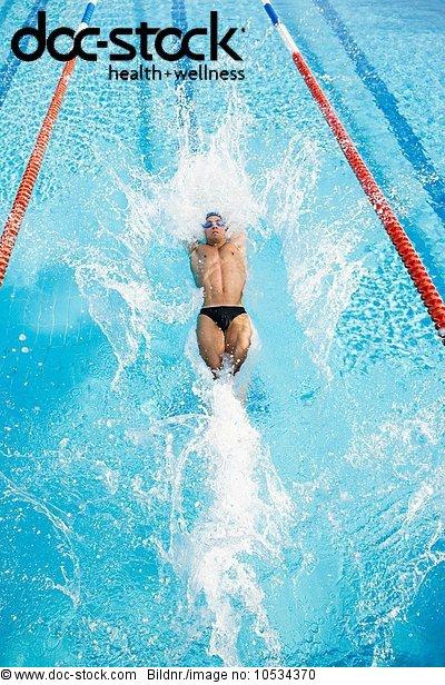 Schwimmender Mann