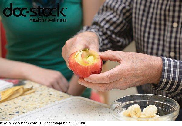 Appel peeling in nursing home