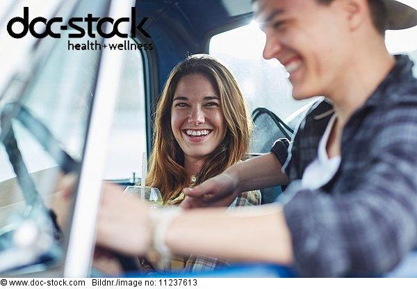 Ansicht,Attraktivität,Auto,Emotion,Erwachsener,Erwachsenes Paar