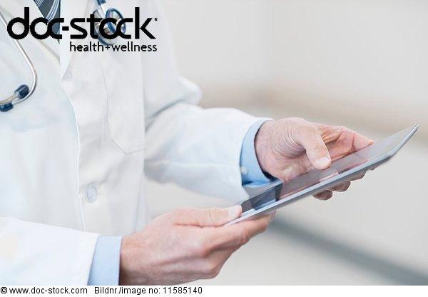 Anschnitt,Arzt,berühren,Close-up,Computer,eine Person