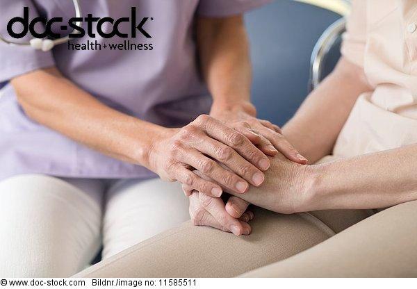 50 bis 60 Jahre,50-60 Jahre,70 bis 80 Jahre,70-80 Jahre,ambulante Pflege,Anschnitt