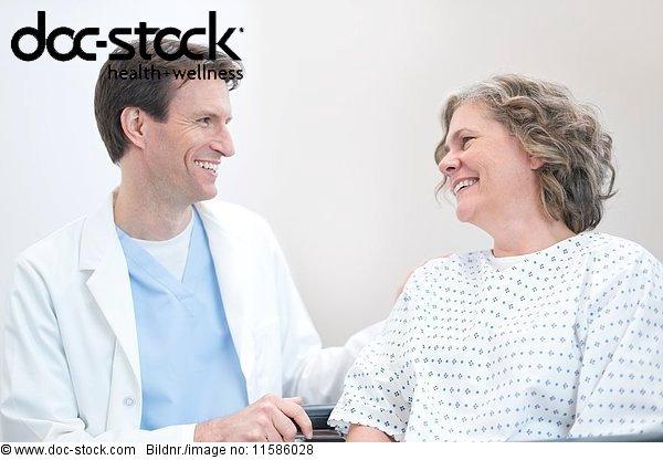 50 bis 60 Jahre,50-60 Jahre,Ansicht,Arzt,Beruhigung,Blendenfleck