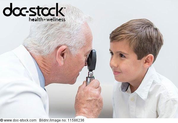 Angesicht zu Angesicht,ansehen,Arbeitswelt,Arzt,Augenarzt,Augenheilkunde