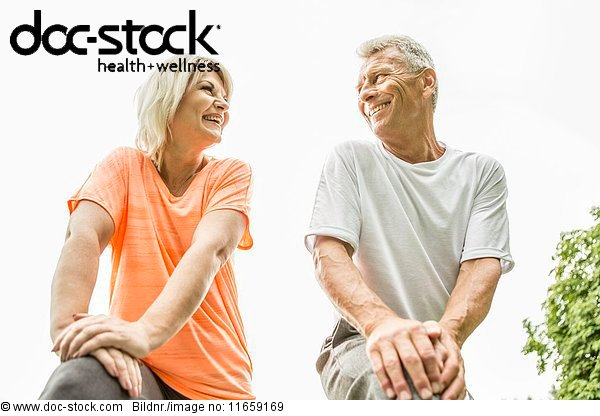 50 bis 60 Jahre,50-60 Jahre,Angesicht zu Angesicht,ansehen,Außenaufnahme,Emotion