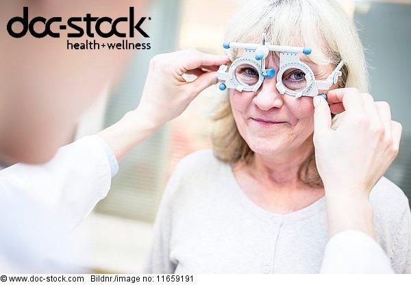 Arbeitswelt,Arzt,Augenarzt,Augenheilkunde,Behandlung,berichtigen