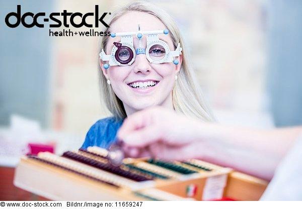 Arbeitswelt,Arzt,Augenarzt,Augenheilkunde,Behandlung,Blendenfleck