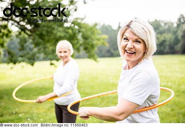 50 bis 60 Jahre,50-60 Jahre,70 bis 80 Jahre,70-80 Jahre,Aktiver Senior,Außenaufnahme
