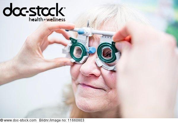 Arbeitswelt,Arzt,Augenarzt,Augenheilkunde,Behandlung,berühren